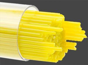 Stringers 1 mm Solrosgul opal. Ett rör med ca 130 st 45 cm långa glasstavar