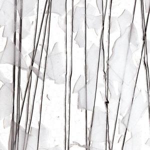 Collage vit med svarta streamers på klart glas, 3mm,  ca 25 x 21cm