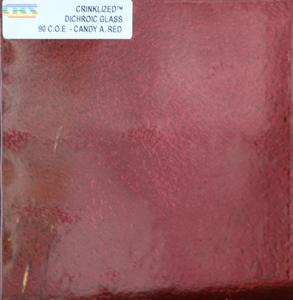 Dichroiskt fusingglas 10x10 cm Crinkle Candy Apple Red 2mm på svart botten. Självveckande