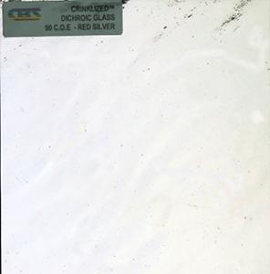 Dichroiskt fusingglas 10x10 cm Crinkle Silver på svart botten.