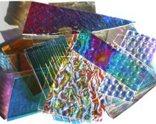 Dichroiskt fusingglas på klart glas, blandade mönster och texturer.