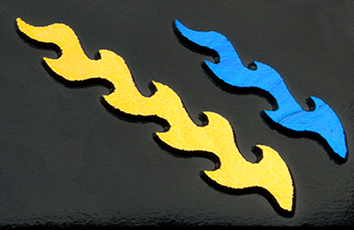 Dichroic Shockwave grön blå. (det guldiga blir grönt) Stavarna är mellan 6 - 9 cm långa. På svart bottenglas