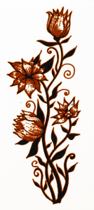 Dekal silvermetallic och svart blomma ca 5 x 2 cm.