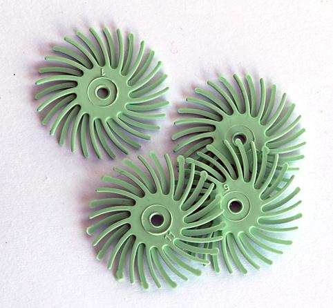 Polertrissa 4 st 1 micron ljusgrön (14000 grit ). Bör sitta minst 4 trissor på en mandrel. Ny version, mer material, längre livslängd