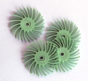 Polertrissa 4 st 1 micron ljusgrön. Bör sitta minst 4 trissor på en mandrel. Ny version, mer material, längre livslängd