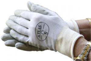 Skyddande handskar klädda med tunt gummi runt fingrarna.