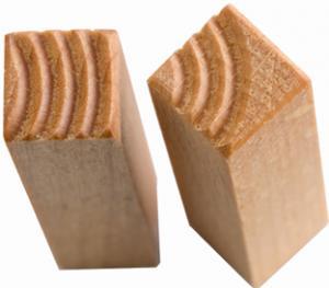 Stämpel med två reliefer, en i vardera kortänden. Bågar