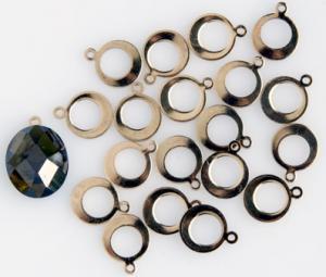 Hänge runt med hål, 20 styck förgyllt att limmas på t.ex glas, keramik, silver. Förgyllda.