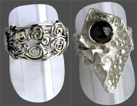 Skyltställ för ringar, 5 st av klar celluloid. Mått 3,5 cm.