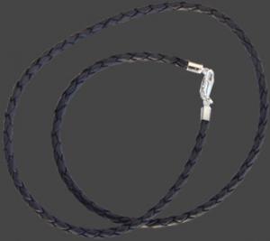 Halsband flätat äkta läder med silverlås. 3 mm tjockt. 45 cm.