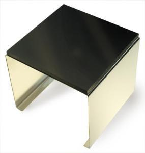 Grafitbord på ställning av rostfritt stål. 15 x 15 cm och 13 cm högt.