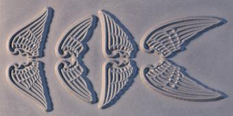 Gummimatta änglavingar 10x5 cm som ger nedsänkt relief