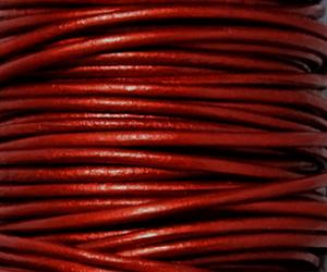 Läderrem 2 mm metallic Marocco röd. Pris per meter.