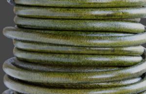 Läderrem 5mm rund antik grön. Säljs per 20 cm.