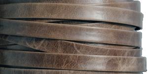 Läderrem 10 mm, 20cm vackert Italienskt brunt melerat/antikt. Platt ca 2mm tjock.