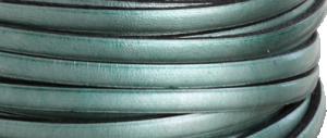Läder 5 mm metallic grön, 20 cm. Ca 2mm tjockt. Priset är per 20 cm