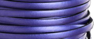 Läder 5 mm metallic lila, 20 cm. Ca 2mm tjockt. Priset är per 20 cm