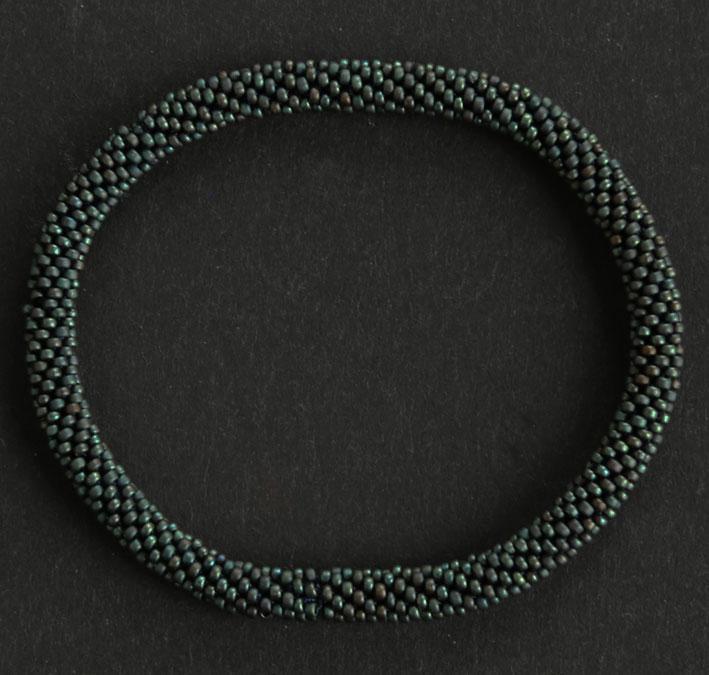 Armband Miyukipärlor. Blanda gärna färger och med läderarmband för att få ditt utseende.