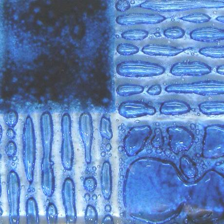 Artisan Royal Blue, Blå färg som ger bubblor mellan glas