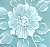 Mud vit, en tät vit färg som bygger upp en volym, tjocklek. (det blå är bara en illustration)