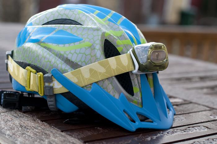 Adapter, för att sätta fast pannlampa på cykelhjälmen