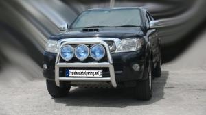 Toyota Hilux 2006-2009 - 76mm Rostfri frontbåge med färdiga fästen för extraljus