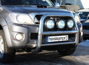 Toyota Hilux 2010-2011 - 76mm Rostfri frontbåge med färdiga fästen för extraljus