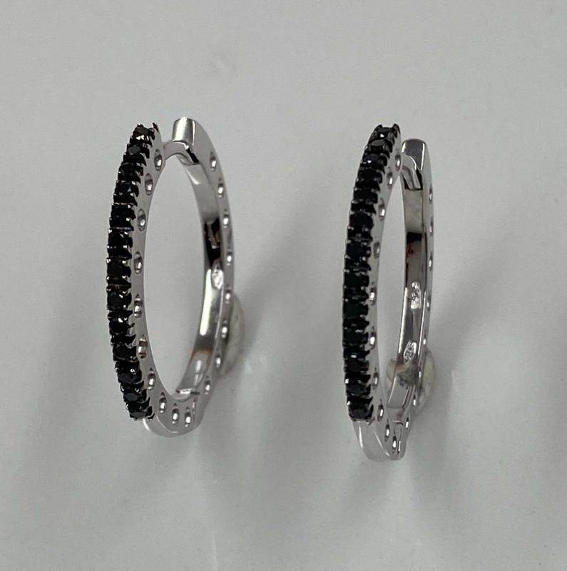 Stora Diamantcreoler med svarta Diamanter.