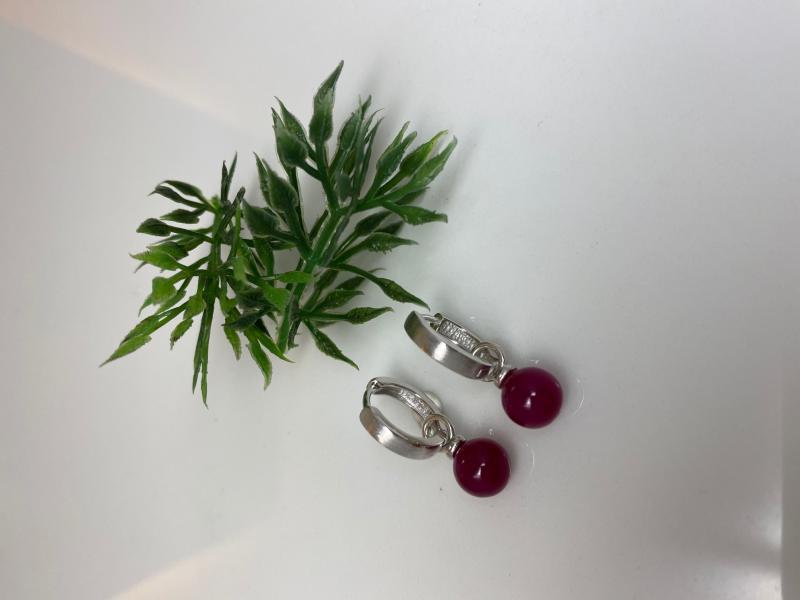 Silvercreoler med röda kulor