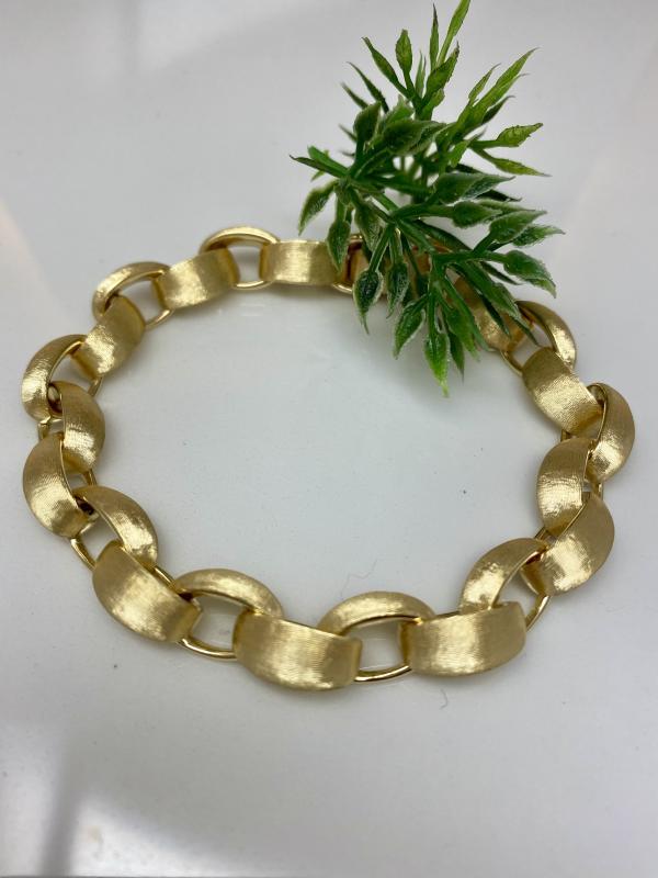 Armband av 18K rött guld. Matterad yta