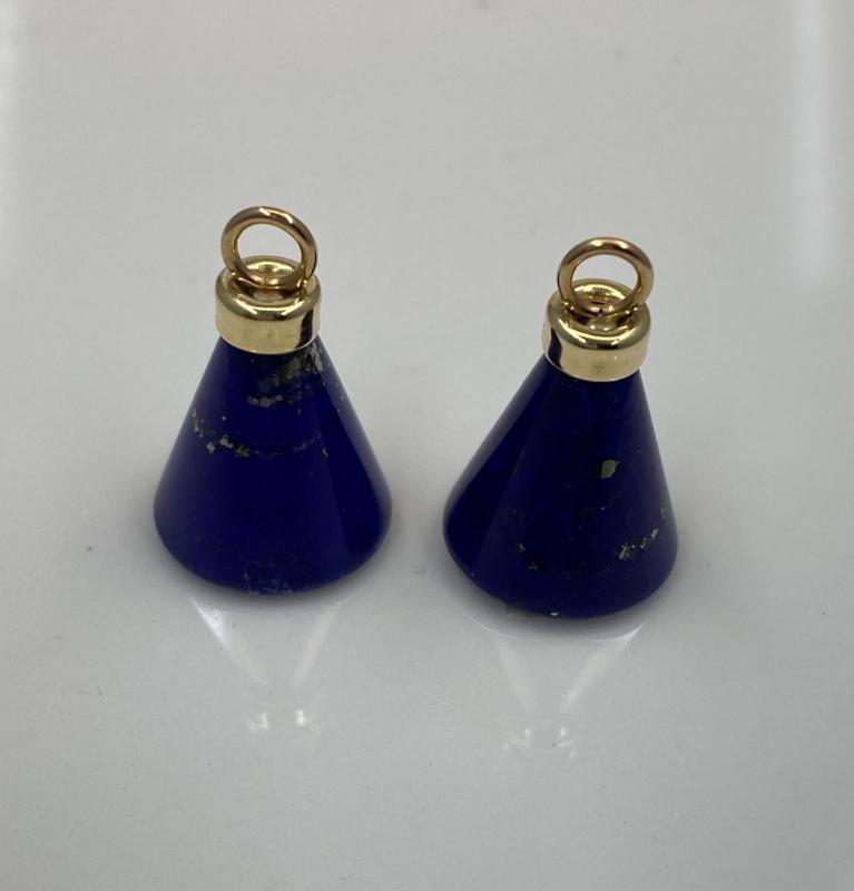 Koner av Lapis Lazuli med guldfäste.