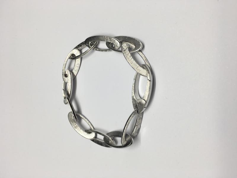 Armband i filat vitguld med blanka kanter