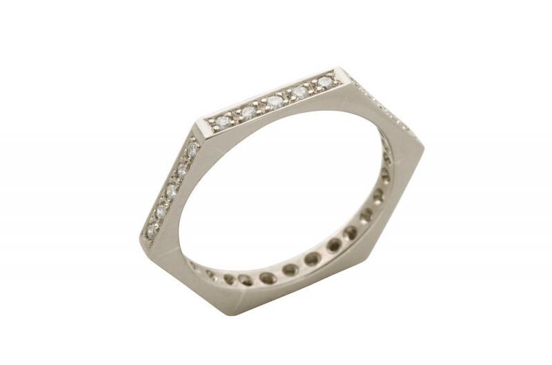 Sexkantig ring i vitt guld