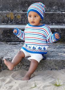Babytröja och mössa