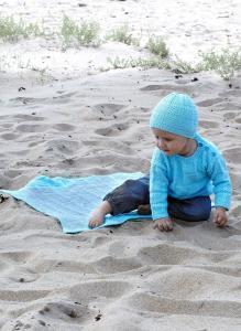 Babytröja, mössa och filt