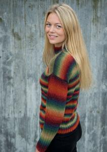SWEATER MED BREDE RIBKANTER