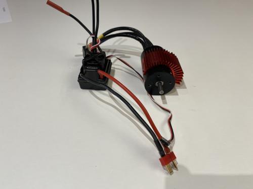 Hobbywing 60A WP esc + 3660 2700kv 3,2mm axel