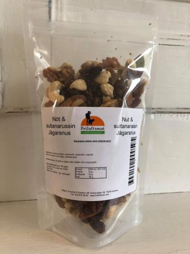 Nuts and raisins (Trail mix)