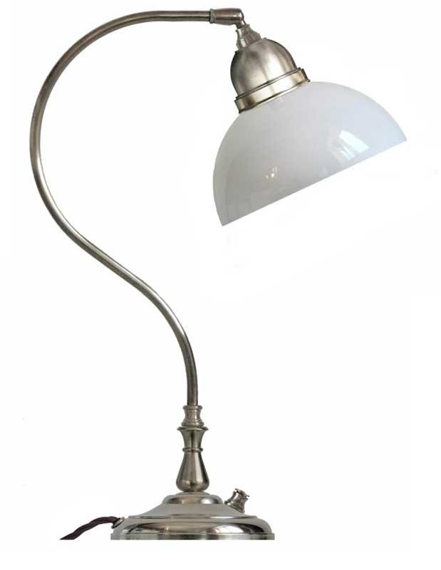 Bordslampa Lagerlöf förnicklad med opalvit skärm