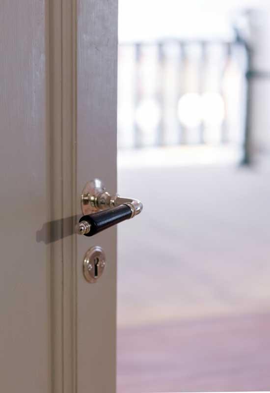 Klassiskt dörrtrycke - Næsman 195 nickel - Sekelskifte
