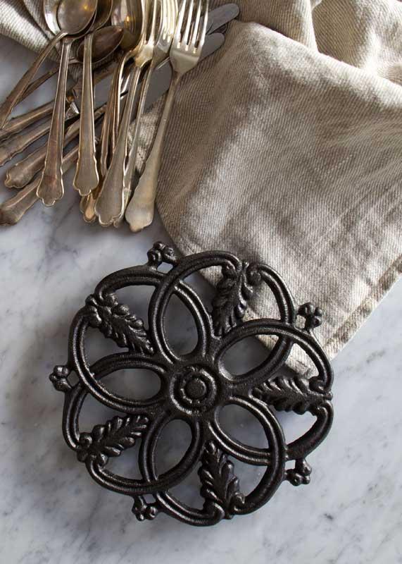 Gryteunderlag Skeppshult - Støpejern 20 cm - arvestykke - gammeldags dekor - klassisk stil - retro