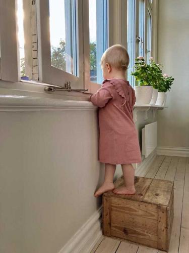 Barnsäkert vädringsbeslag - Inåtgående nickel
