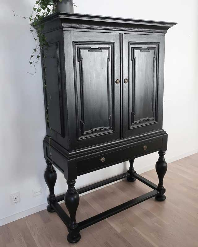 Möbelbeslag - Runt med handtag antik - sekelskiftesstil - gammaldags inredning - klassisk stil - retro