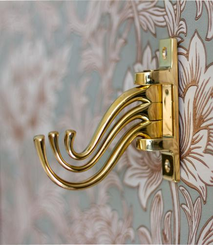 Coat hook - 3-arm swivel hanger brass