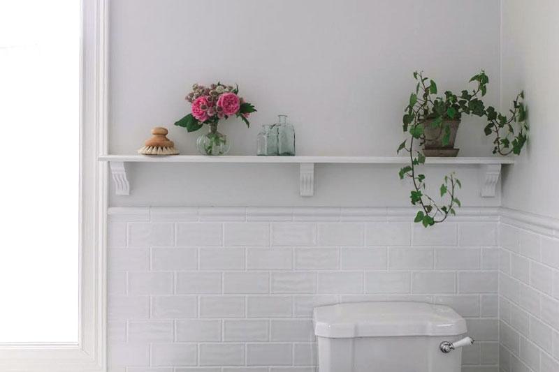 Bygg din egen badrumshylla med träkonsoler - gammaldags stil - klassisk inredning - sekelskifte - retro