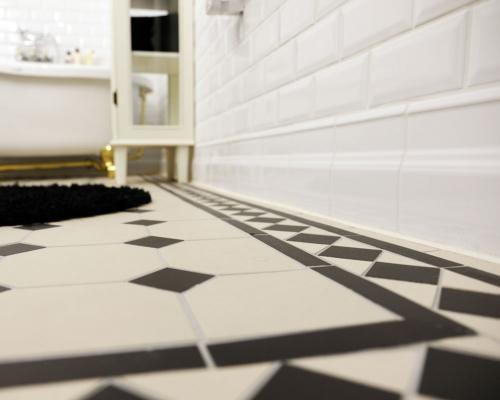 Classic wall- and floor tiles in black and white - floor trim in white - old style - vintage - classic interior - retro