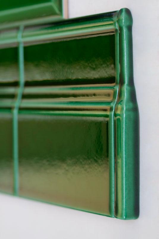 Kakel Victoria - Hörnbit till golvsockel buteljgrön - sekelskiftesstil - gammaldags inredning - klassisk stil - retro