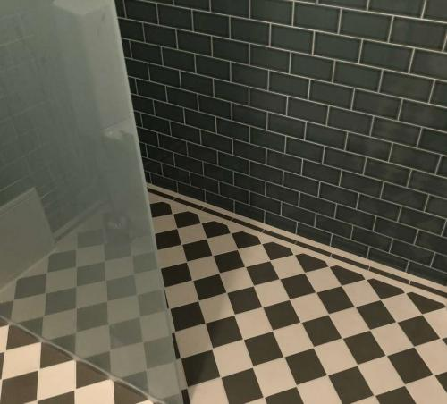 Floor tiles - 10 x 10 cm Australia green/white
