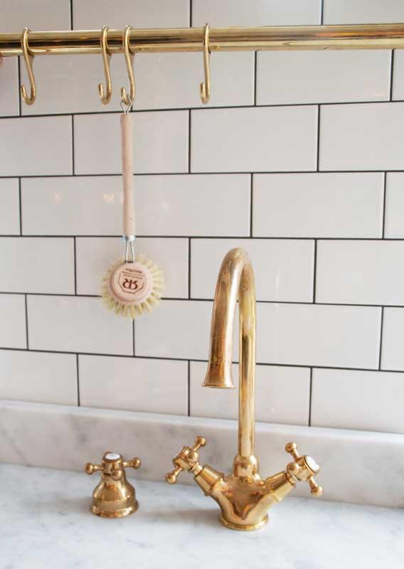 Dishwasher valve - Kitchen inspiration in brass - Sekelskifte