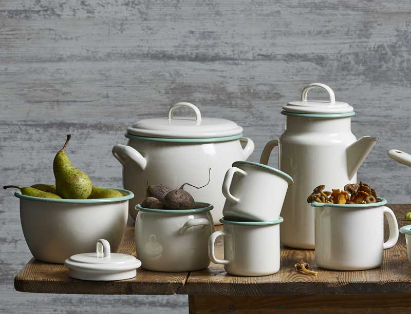 Kockums emaljert kokekar - Emalje hvit / grønn - arvestykke - gammeldags dekor - klassisk stil - retro - sekelskifte